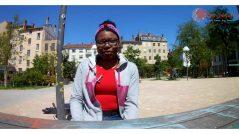 Laurène, volontaire à l'Ecole Buissonnière de Vaulx-en-Velin